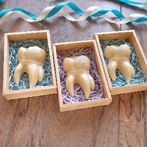 Шоколадный зуб в коробочке