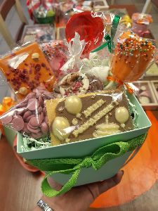 Набор в коробочке из сладостей ко Дню рождения