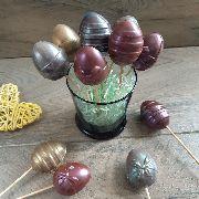 Шоколадные яйца на палочке